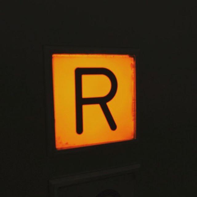 ワクワクするRボタン、その3。#屋上 #エレベーター